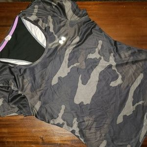 UNDER ARMOUR CAMO BREATHABLE WORKOUT SHIRT